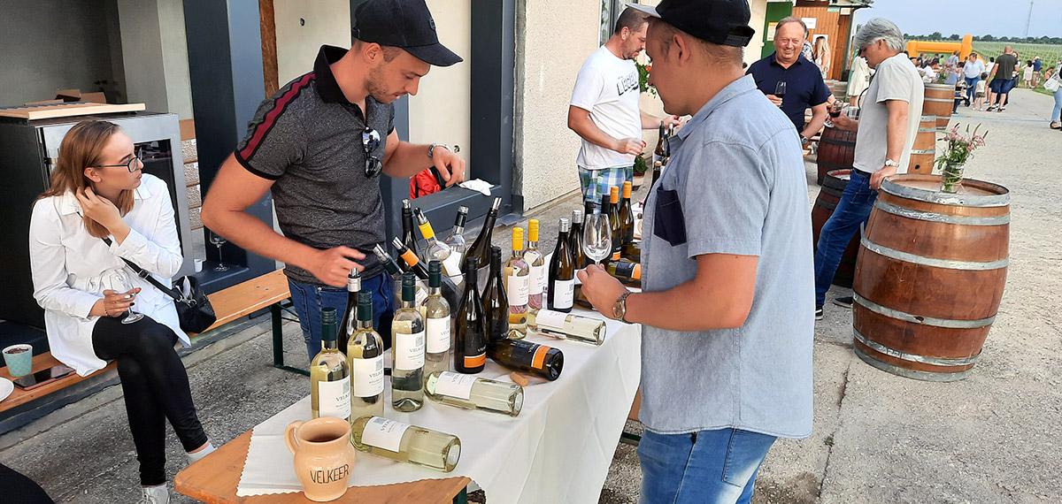 Popoludnie vo vinárstve Velkeer